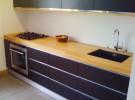 Küche in Kirschbaum und Linoleum