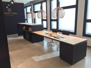 Beratungs-Tisch in OSB Platten und Eiche